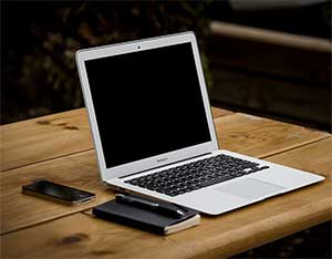 Computer workstation image by Image (Free-Photos from Pixabay)
